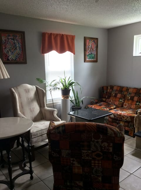 Newly renovated  Studio House, 7 min to Airport