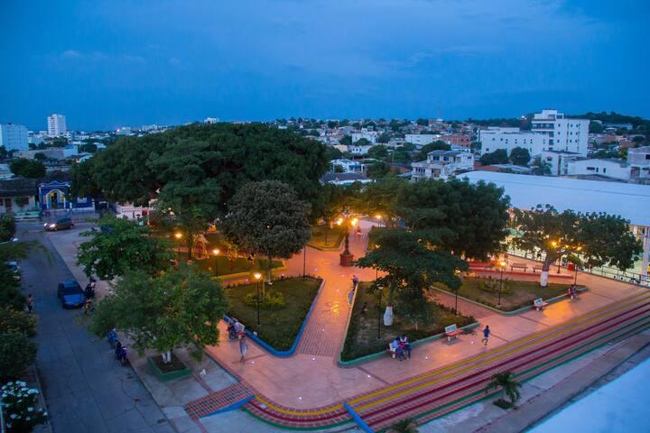 El parque de noche.