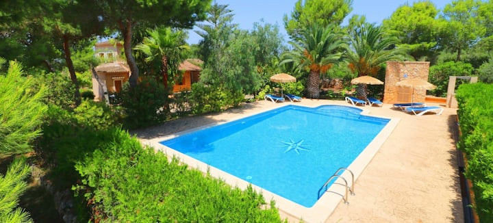 Holiday Home Can Crestall with Garden, Pool, Terrace, Wi-Fi and Air Conditioning; Parking Available