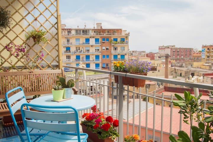 Sunny apartment w/ balcony 3 minutes from the sea!