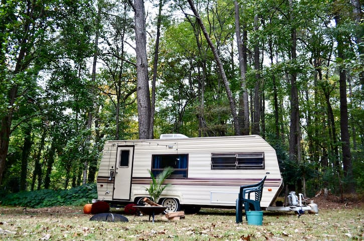 Atlanta Vintage urban Backyard Camper ❤️