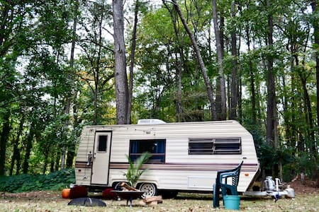 Atlanta Vintage urban Backyard Camper ❤️