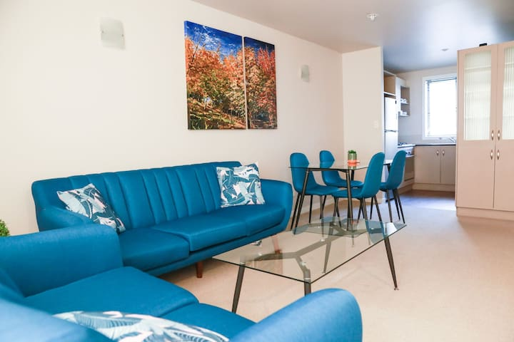 Modern,  safe and cosy townhouse in Avondale