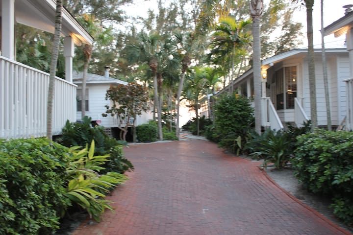 Rare beach side unit in resort that's also on  Bay - Longboat Key - Timeshare (propriedade compartilhada)