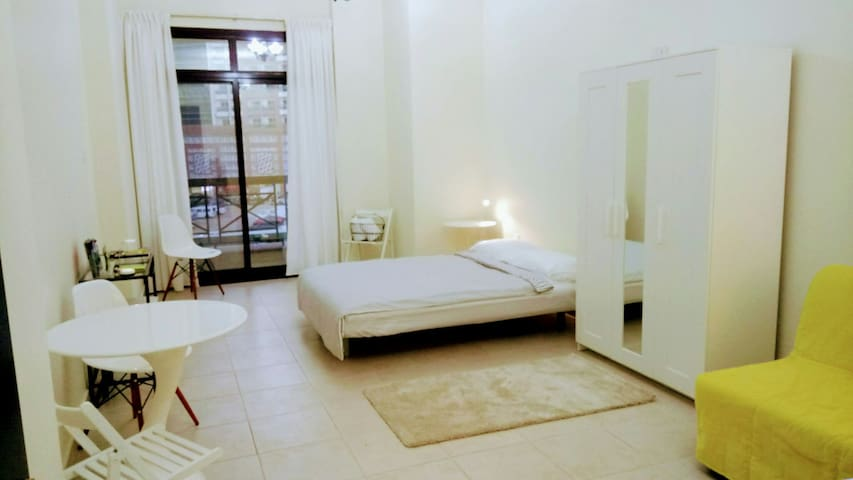 Near Mall & Beach- 2 Big Beds Available - Dubai - Appartement