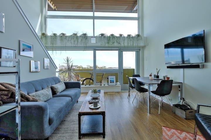 Clean & HUGE 1BR Loft in SM - 1 Minute from Beach - Santa Monica - Apartament