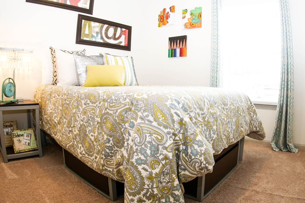 Sweet Suite bedroom (Please note that the comforter style could be different)