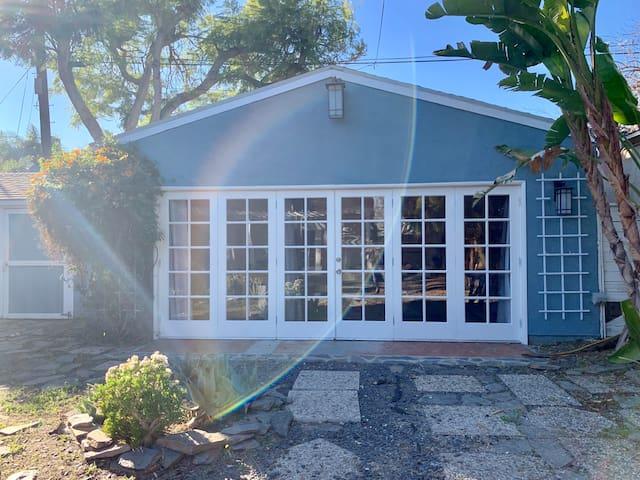 N. Hollywood / Toluca Lake guest house Oasis!