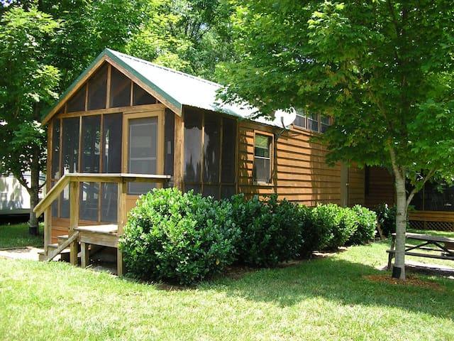Cozy 1 River Cabin - Erwin - Cabana