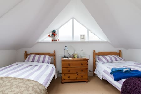 Independent & quiet twin room - Cardiff - Maison
