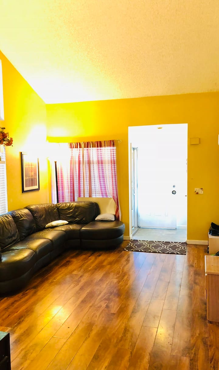 Clean & Quiet Private Room in Suburbs