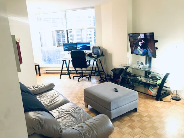 Bright 1 Bedroom Apartment on Yonge & Eglinton