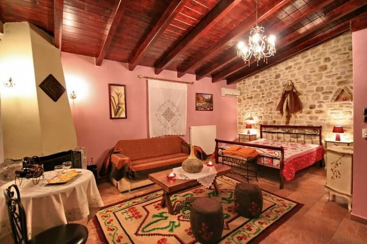 Arhontiko Kordopati Hostel - Vytina - Bed & Breakfast
