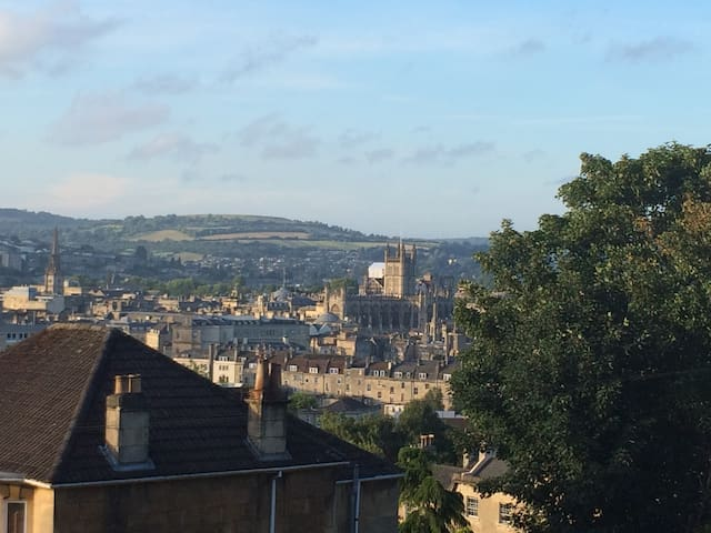 Great room. Great views. Hop, skip & jump to city - Bath - House
