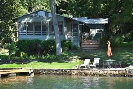 Lake Hamilton Lakefront Cottage, Pet Friendly