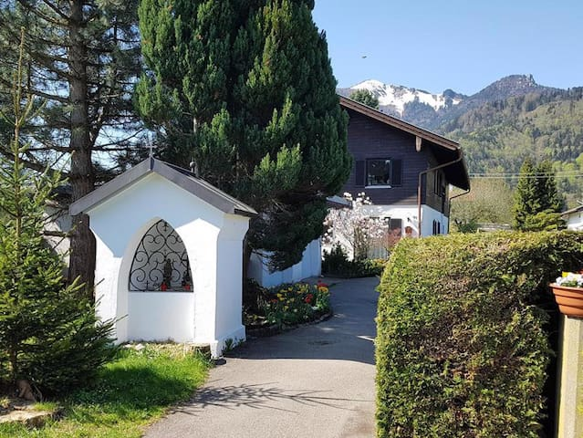 """Cosy Apartment """"Ferienwohnung Helga Rossbach"""" with Mountain View, Wi-Fi & Balcony; Parking Available, Dogs Allowed"""