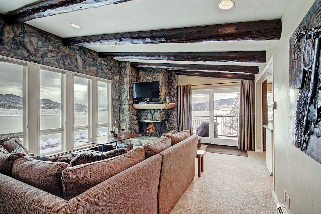 Beautiful & open living area - The large windows allow you to soak in the stunning views no matter where you are in the living and dining area.