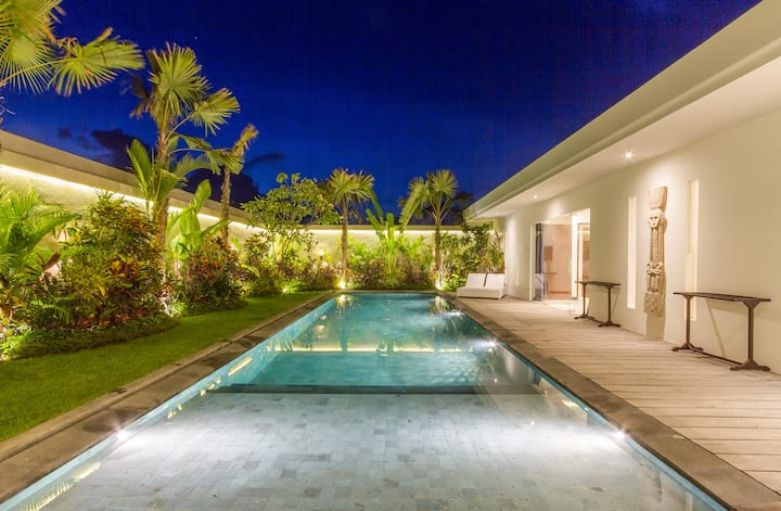 PROMO! Elegant 3-Bedroom Villa Saha in Seminyak