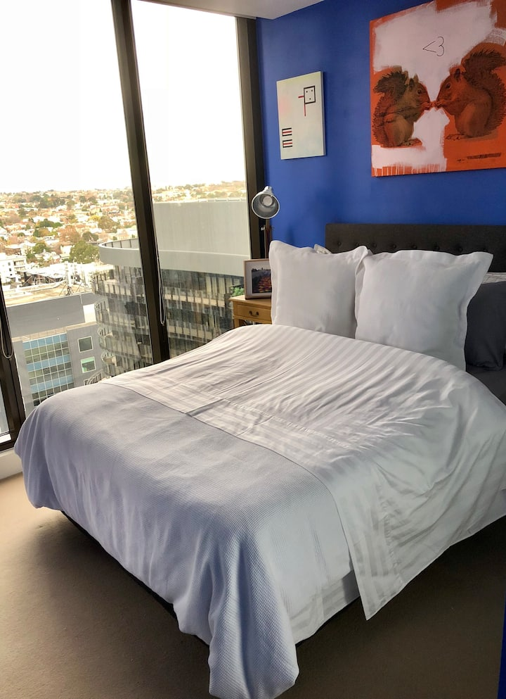 Stay in the heart of fashionable South Yarra!