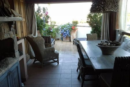 Romantic penthouse with a sea view. - Porto Pozzo - Huoneisto