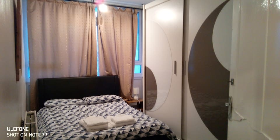 Vauxhall central 2: Great very comfy room