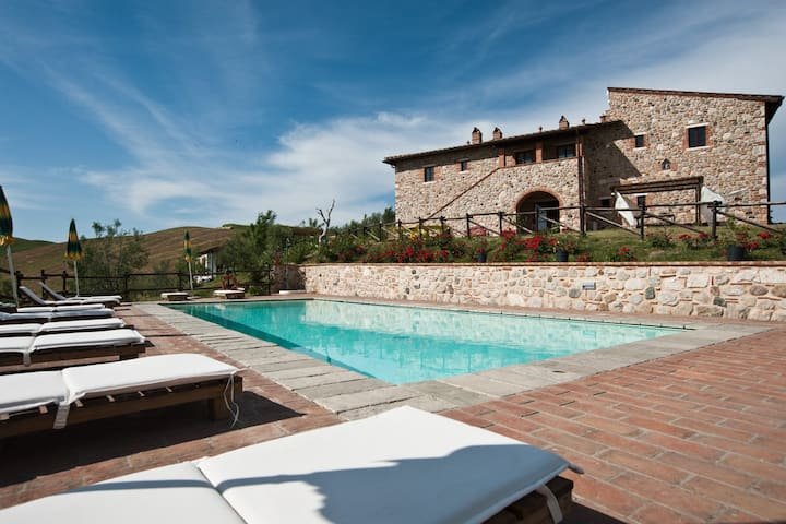 Apartments in farmhouse on Volterra hills