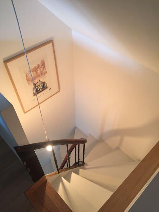 Escalier d'accès à l'étage.