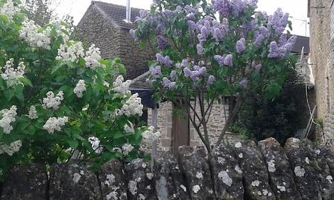 Casita de piedra con jardín (CASA LLORO)