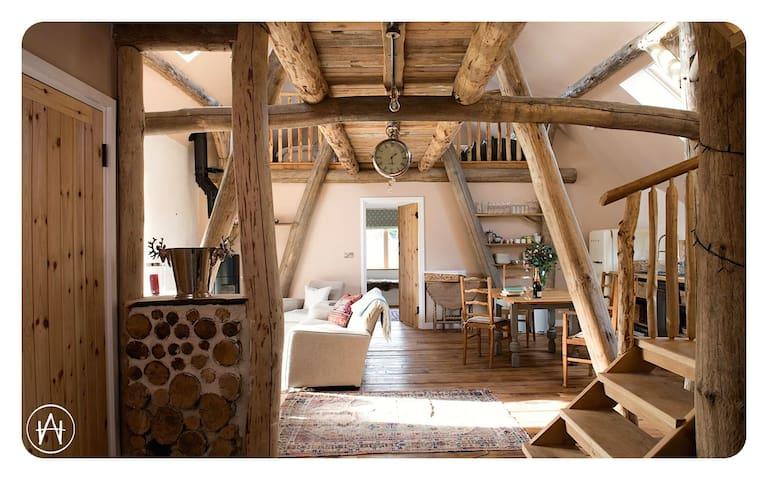 Wilderness Lodge,  hand built luxury near the Sea.