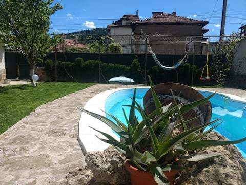 Guest house with mineral water djakuzi and pool