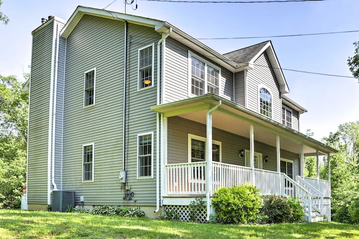 Experience the quieter side of New York at this colonial style home!