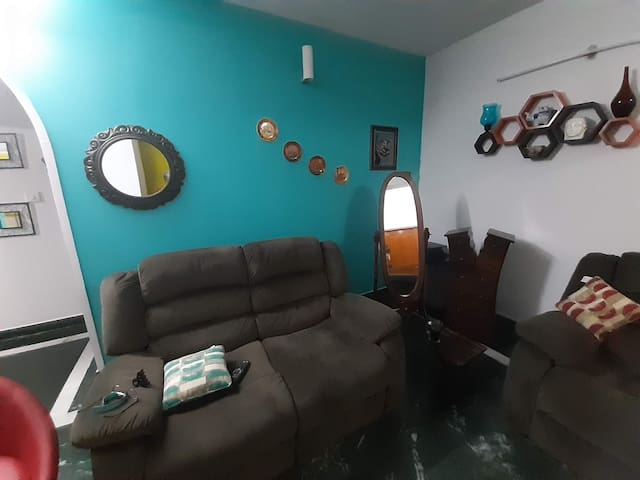 Private & cozy room near IT Parks.Home Retreat