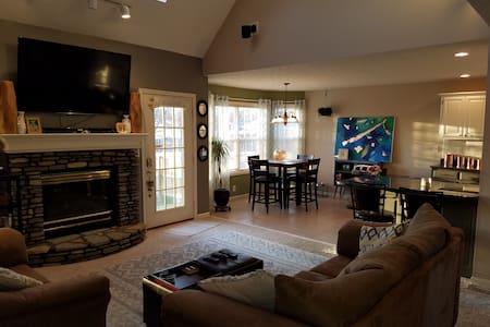 Open floor plan with great Basement - Louisville
