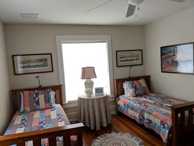3rd bedroom (2 twin beds)