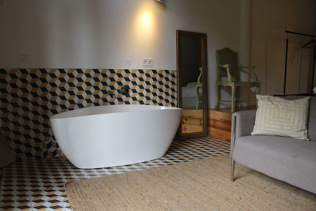Banheira no quarto/Bath in the bedroom