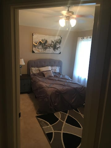 Cute and Comfortable Private Room in Frisco