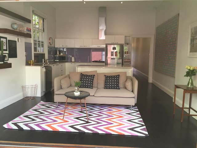 Cool & comfy North Ads 2 bed nook - North Adelaide - House