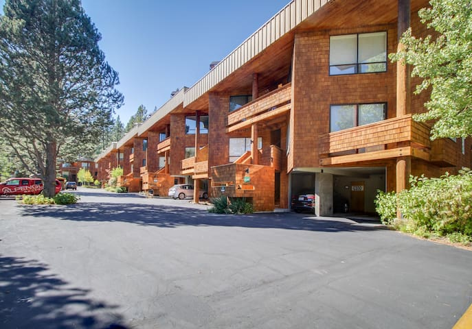 Chic, dog-friendly condo w/ great mountain views & shared pool