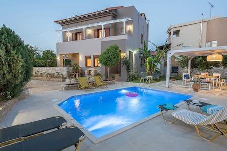 Villa Camellia in the village, 5 km from Beach - Atsipopoulo