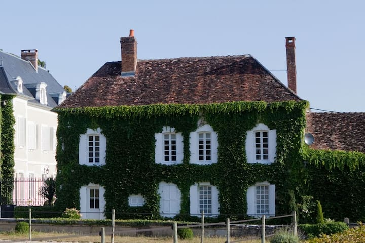 Cottage with Art & Design, near Chablis, Burgundy