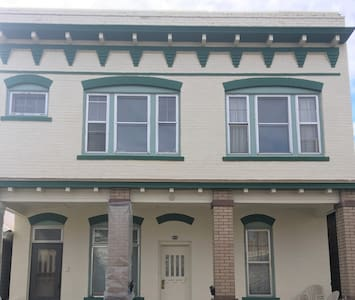 Spacious 1bd in Uptown Butte, near St James