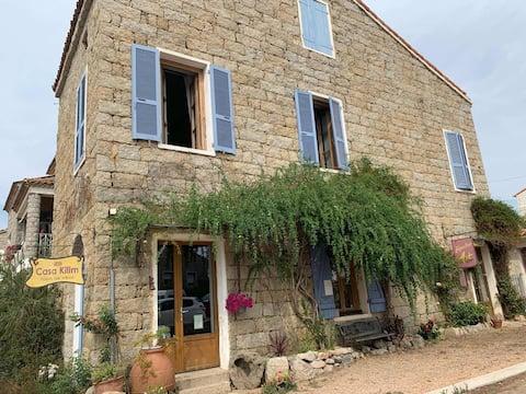 Central sud Corse, chambre dans maison de village