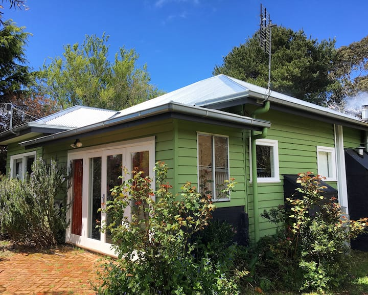 The Greenhouse on Blue Mount, Trentham 4 BR. Pets