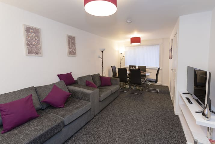 Spacious 2 Bedroom House, The Sanctuary Glasgow Airport - Linwood, Paisley - Hus