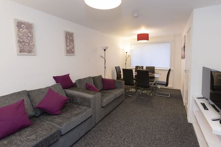 Spacious 2 Bedroom House, The Sanctuary Glasgow Airport - Linwood, Paisley - Σπίτι