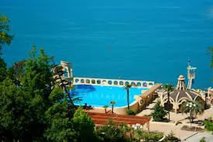 5-7 minutes to the beach of sanatorium Zapolyarie - Sochi - Apartment