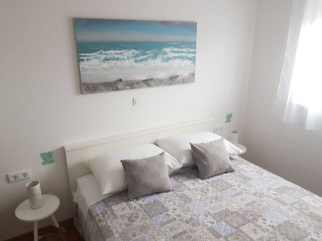 Bedroom with bed size 160 x 200 cm.
