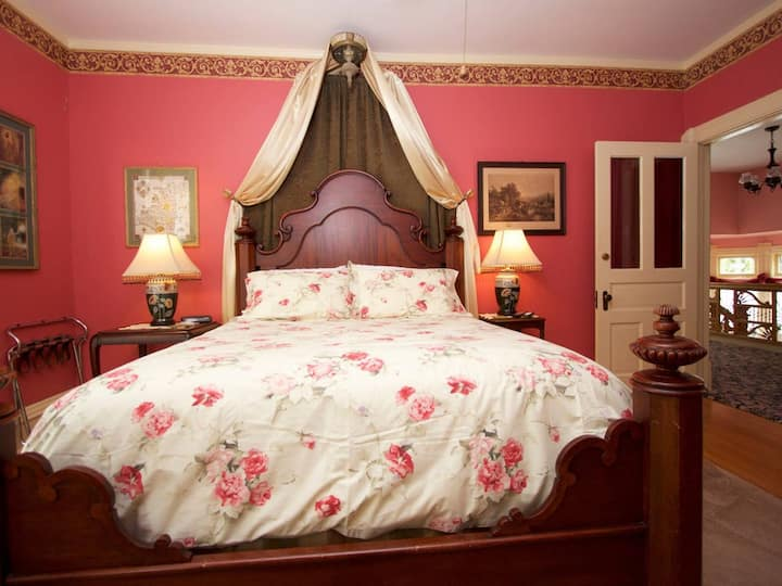 Sylvia's Irish Inn Red Romance Room