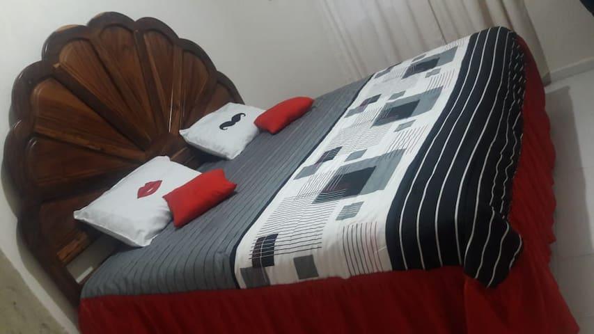 Recámara 1:  cama king size con aire acondicionado