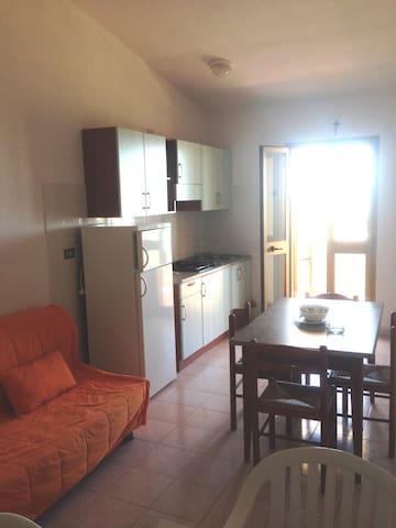 """Appartamento """"vista Mare"""", 2 o 4 persone - Badesi - Apartment"""